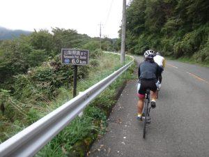 県道147号に左折してからまだ1km。残りあと6km。