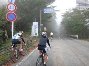 一度神奈川県域に入ります。県境で少し斜度が緩く。あと少し。