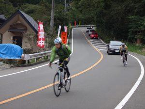 ワインディングをロードバイクで頼みます。帰りの道志みちはほぼ下るだけで30数キロ。