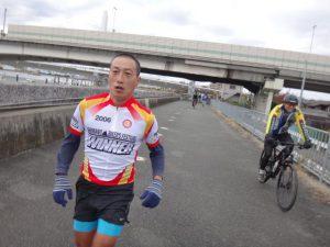 坊主伊東氏が登場。航空機ファンの和尚はランニングで羽田からラン入。