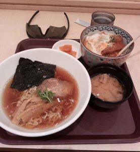 羽田空港で温かいランチ