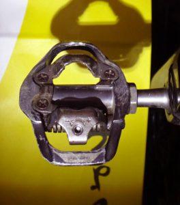 シマノPD-A600はペダルボディの踏み面が広いので、シューズが安定し、ロードバイク用ペダルのような効率的なペダリングを実現できる