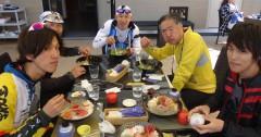 江ノ島のテラス席で生しらす海鮮丼