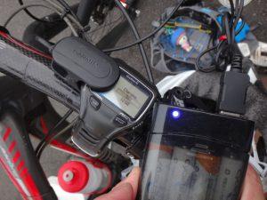 本日の大ボス対戦に備えて、コンビニで体力もGarminも充電します。 ライトに使っていた単三電池をそのままGarminの充電に使っています。