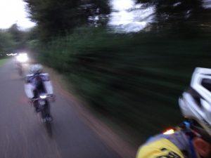 尾根緑道に入ったところで完全日没。いつものポケモントレーナーは今日はまったく居なかった。