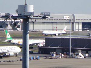 国内外の航空会社の離発着が見られます